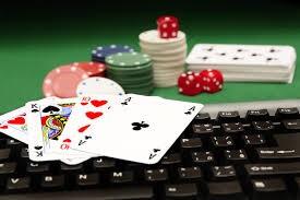 Los tipos de poker más conocidos son Texas Hold'em, Omaha y 5-draw (o Poker Cubierto). Conócelos todos en casinoblogger.es